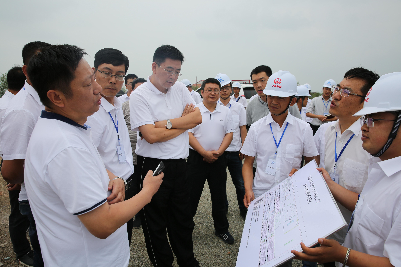 股份公司副总裁刘宝龙到双洮高速公路二工区检查指导工作